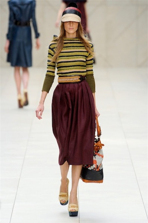 Your new daytime office go to the dirndl skirt